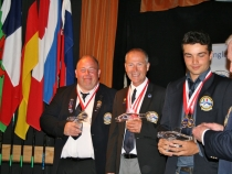 medal-winners-colin-searles-bronze-rob-shattock-silver-anthony-giacomini-gold-with-efsa-chairman-horst-schneider