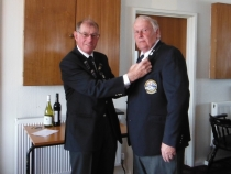 Alan Jones recieving his bronze pin